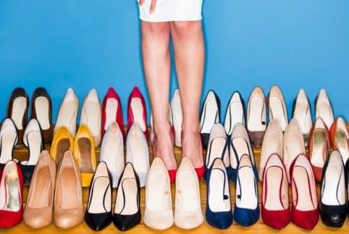 Quelle couleur de chaussure corresponde-t-il à tout?